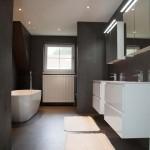 Zwarte betonlook badkamer